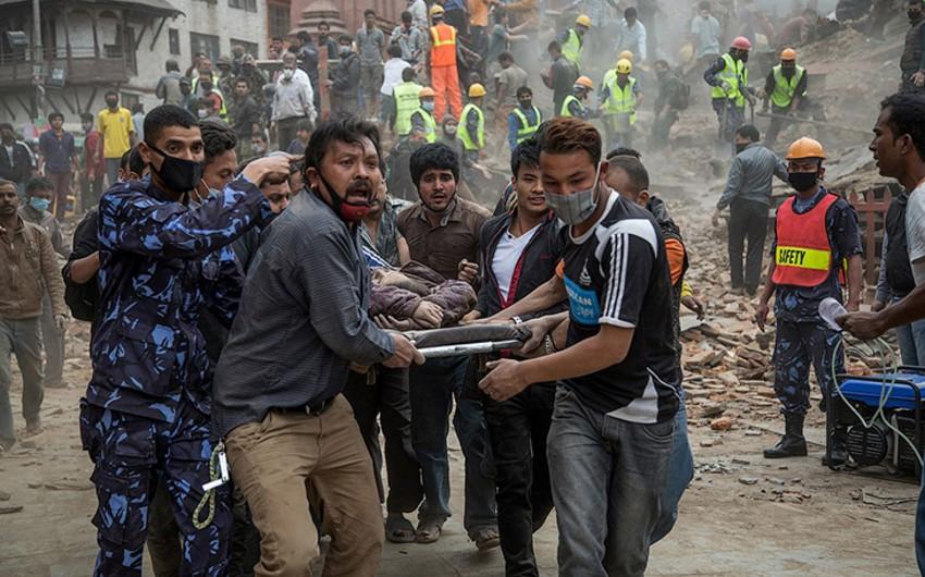 В Непале 3 человека спасены из-под завалов через 8 дней