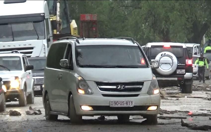 Muğanlı-İsmayıllı yolunda avtomobillər sel səbəbindən yolda qaldı - VİDEO