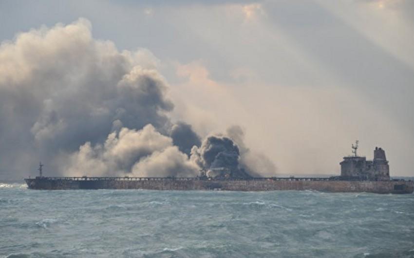 У берегов Гонконга загорелся нефтяной танкер, есть погибший