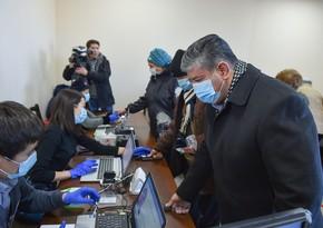 Стала известна явка на выборах президента Кыргызстана к середине голосования