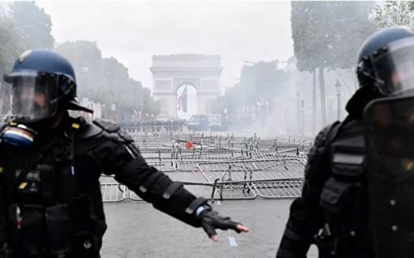 В Париже задержано 152 человека