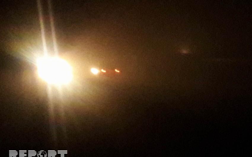 Biləsuvarda duman avtomobillərin hərəkətində problemlər yaradıb - FOTO