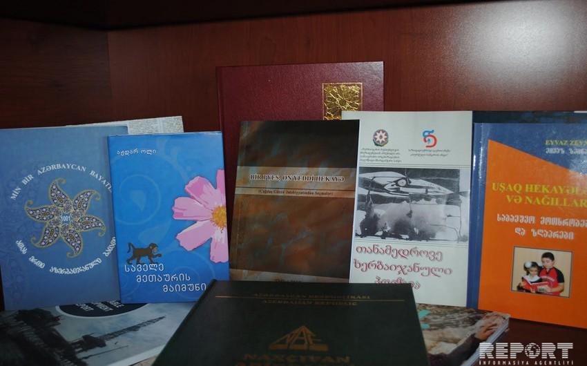 Azərbaycan yazıçılarının kitabları Batumi Dövlət Universitetinə təqdim olunub - FOTO