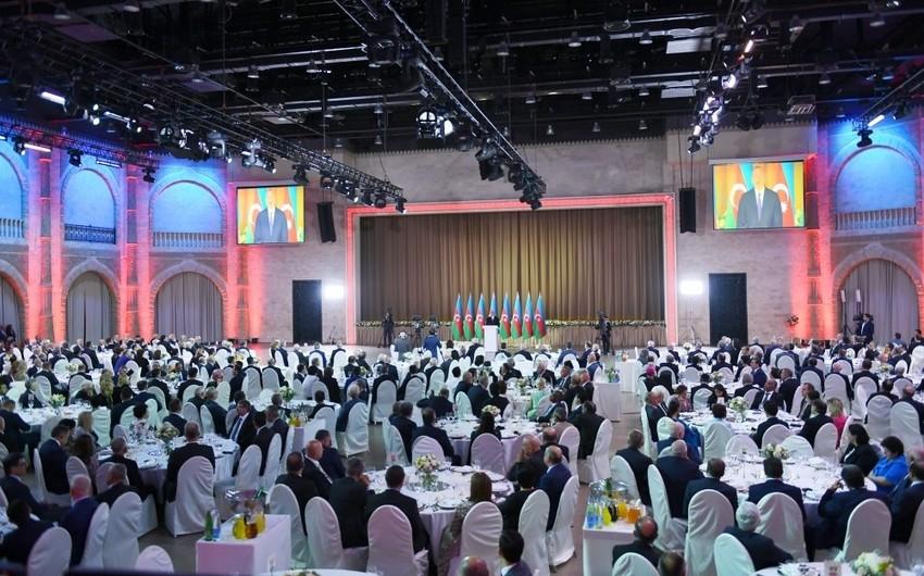 Prezident İlham Əliyev: Xalq Cümhuriyyətinin qurucularının xatirəsi bizim qəlbimizdə yaşayır