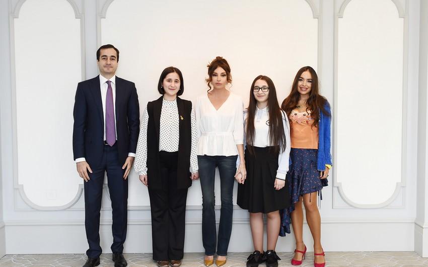 Первый вице-президент Мехрибан Алиева встретилась с молодыми изобретателями