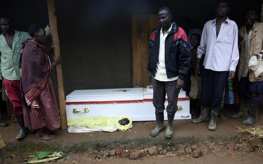 В Уганде при взрыве бензовоза погибли десять человек