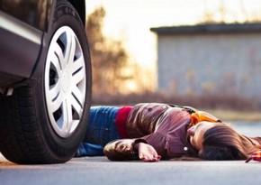 Qubada avtomobillə vurulan piyada ölüb