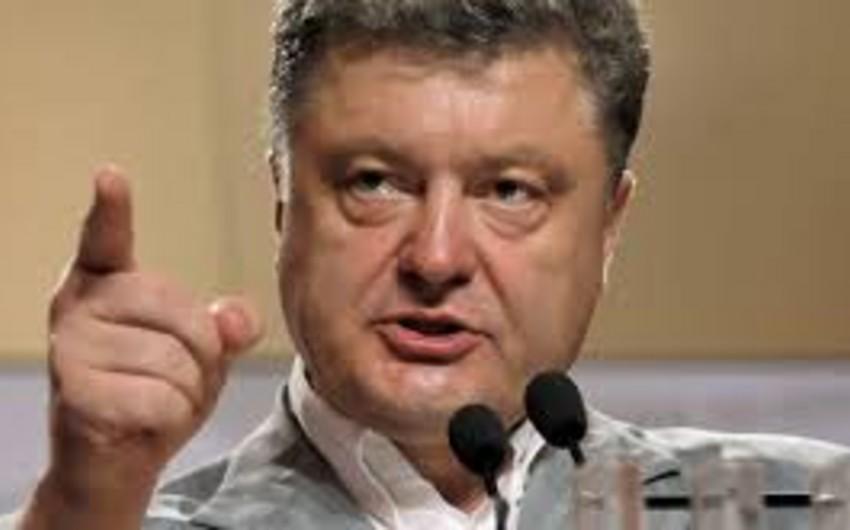 Poroşenko Rusiya təhlükəsinə qarşı fərman imzalayıb