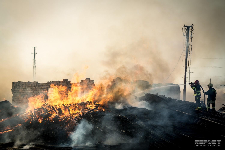 Bakıda taxta bazarında yanğın söndürülüb - VİDEO - YENİLƏNİB-4 - FOTOREPORTAJ