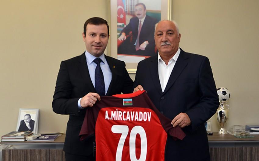 AFFA 70 illik yubileyi münasibətilə Ağasəlim Mircavadovu təbrik edib
