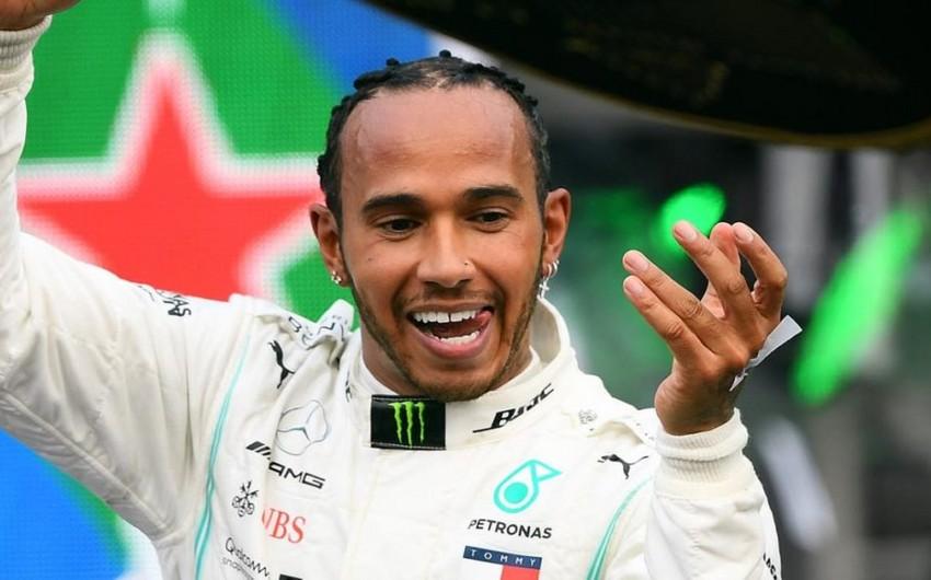 Пилот Мерседеса выиграл Гран-при Великобритании Формулы-1