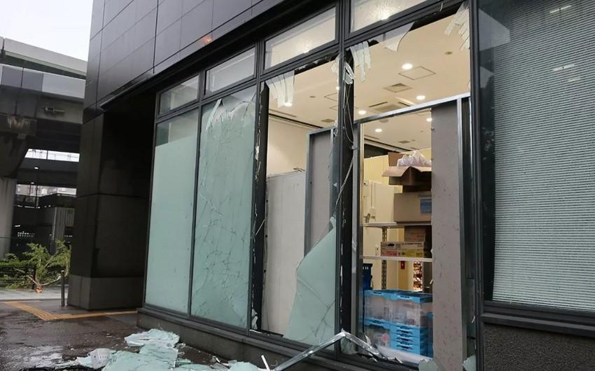 Четыре человека пострадали из-за тайфуна на юге Японии