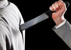 Bakıda 18 yaşlı gənc kürəyindən bıçaqlandı