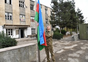 İlham Əliyev Xudafərin körpüsündə Azərbaycan bayrağını qaldırıb
