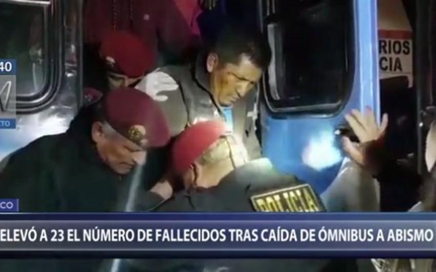 Peruda avtobus 200 metr yüksəklikdən uçuruma yuvarlanıb, 23 nəfər ölüb