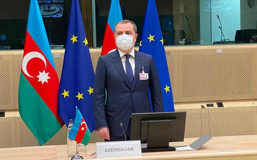 Jeyhun Bayramov informs EU representatives about Armenian crimes