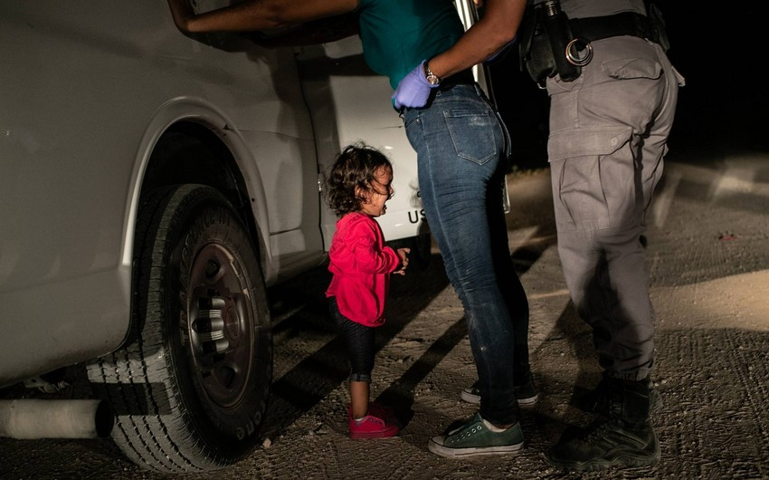 Photo of crying girl at the border wins 2019 World  Press Photo Awards