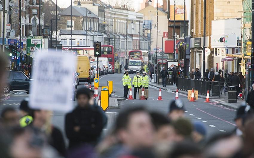 Londonda iğtişaşlar zamanı bir polis xəsarət alıb