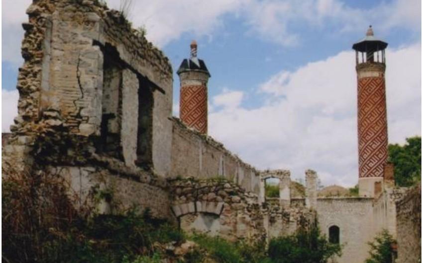 Армяне проводят политику вандализма в отношении памятников нашей культуры