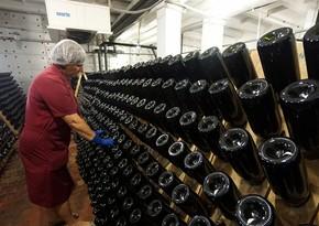 Испанский завод затопило красным вином