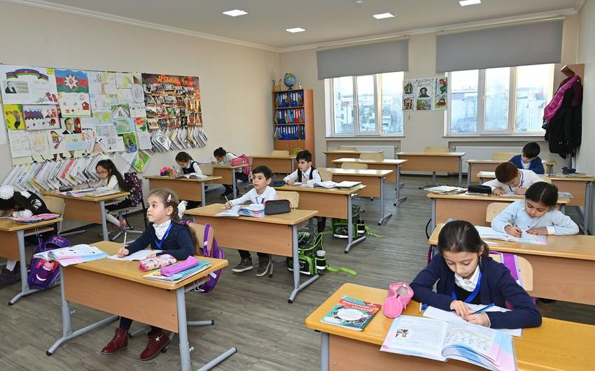 В Азербайджане ученики возвращаются за школьные парты