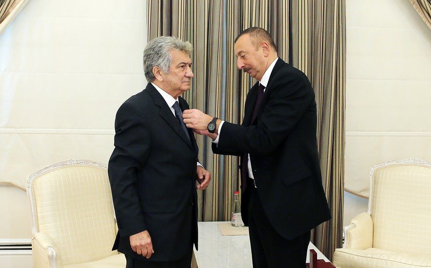 "President Ilham Aliyev presents ""Istiglal"" Order to People's Artist Rauf Abdullayev"