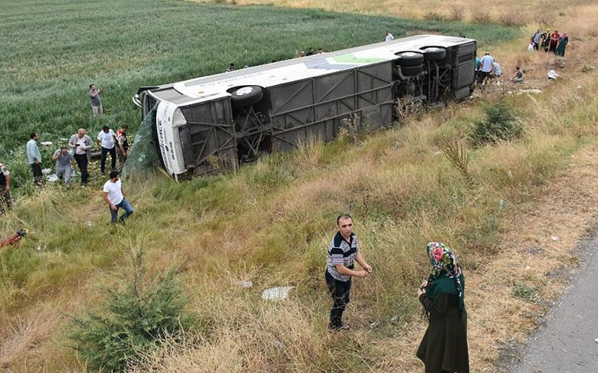Türkiyədə avtobus dərəyə aşıb: 5 nəfər həlak olub, 40 nəfər yaralanıb