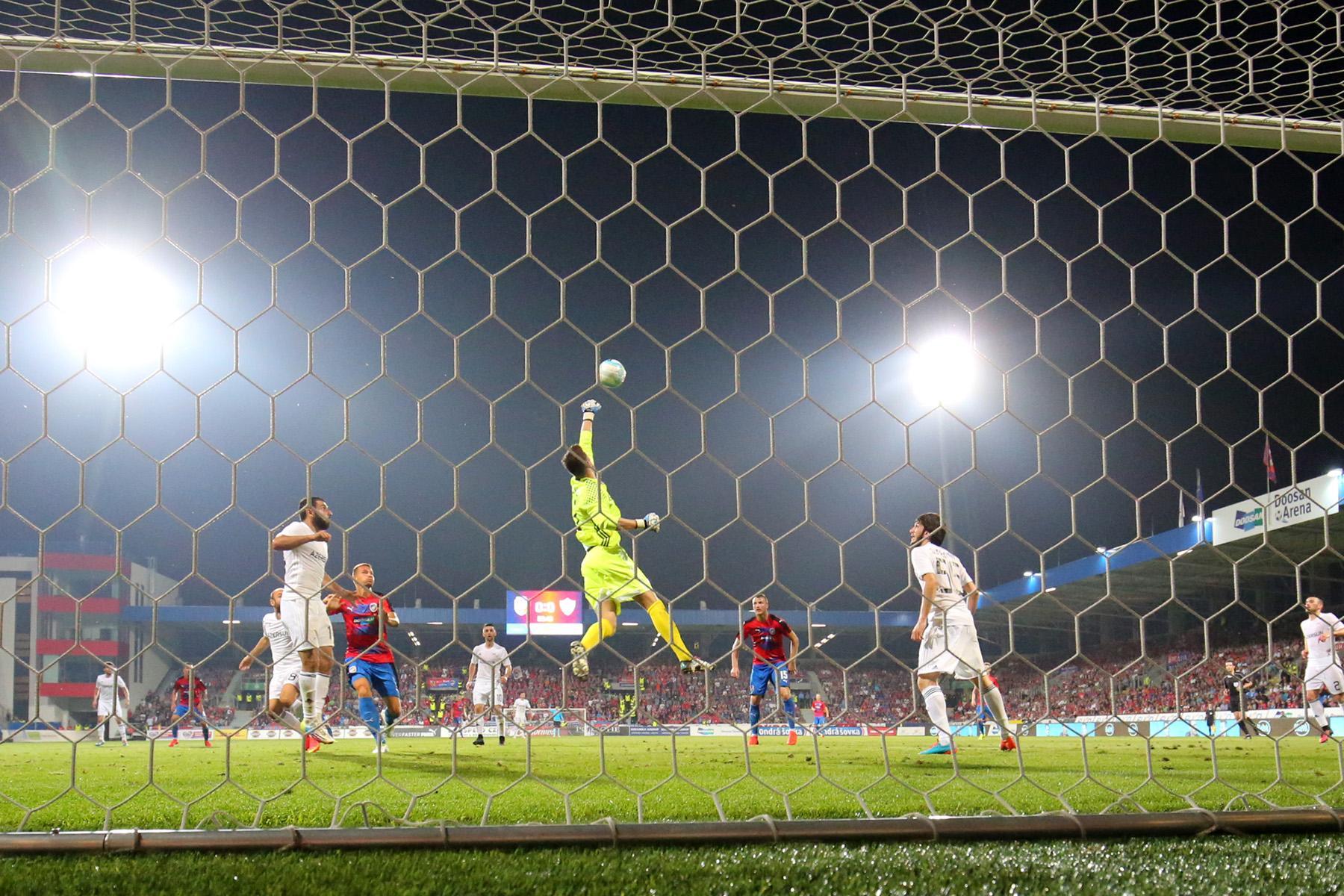 Карабах и Виктория сыграли вничью в квалификации Лиги чемпионов