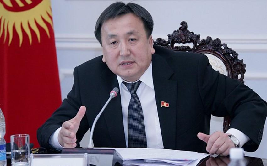 Qırğız Respublikası parlamentinin sədri qardaşına görə istefa verib
