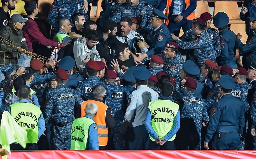 Ermənistan-Cəbəllüttariq matçından sonra stadionda dava düşüb - VİDEO