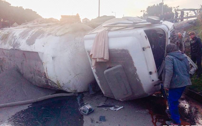 В Баку грузовик упал с 20-метровой высоты - ВИДЕО - ОБНОВЛЕНО