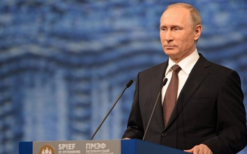 Putin: Əcnəbiləri ölkənin uyğunlaşdıra biləcəyi qədər qəbul etmək lazımdır