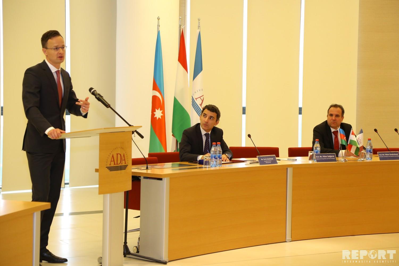 Глава МИД Венгрии: В Азербайджане уважают и ценят религиозное многообразие