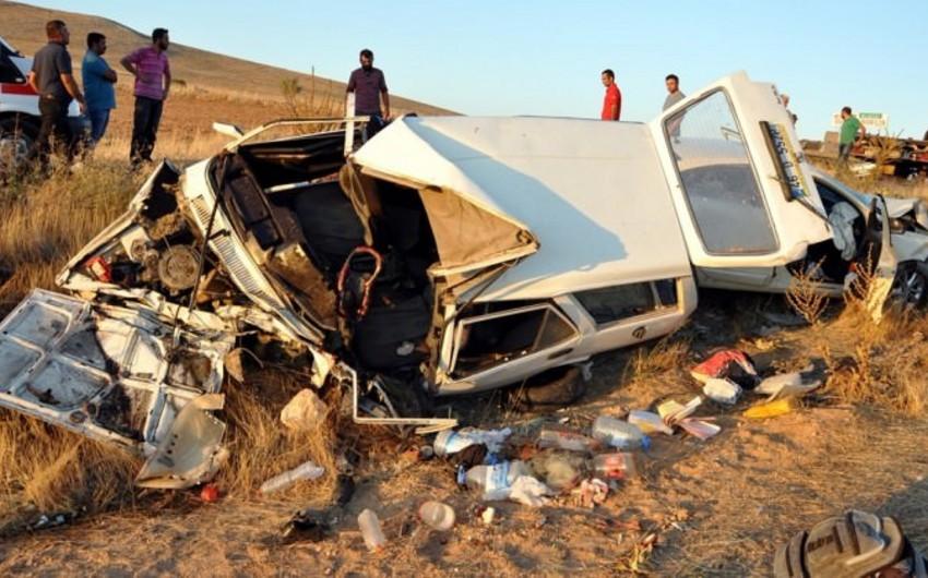 Türkiyədə bayram tətilinin ilk 3 günündə avtomobil qəzalarında 35 nəfər ölüb, 155 nəfər yaralanıb