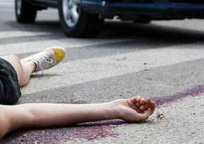 Xətai rayonunda avtomobil gənc qızı vuraraq xəsarət yetirdi