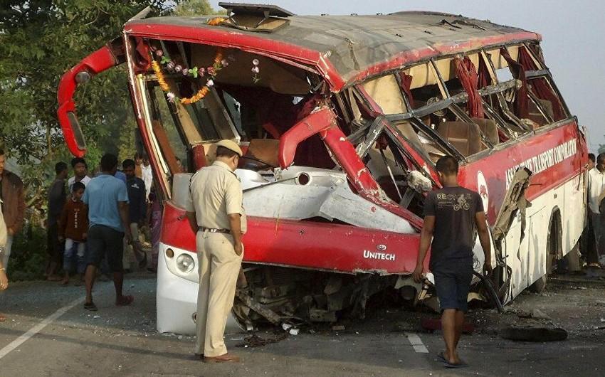 Тяжелое ДТП в Индии: 10 человек погибли, десятки раненых