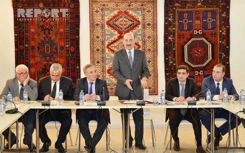Nazir Əbülfəs Qarayev baş redaktorlarla müzakirələr aparıb