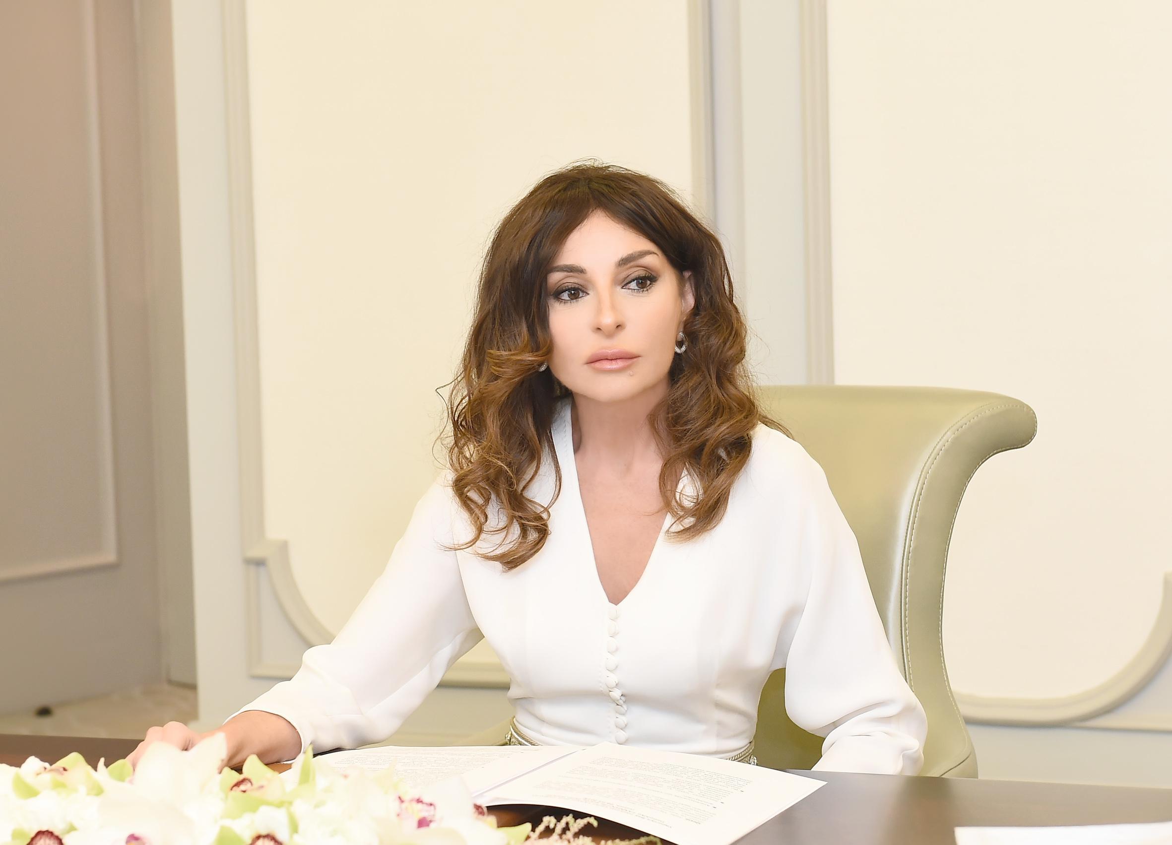 Azərbaycanın Birinci vitse-prezidenti xalq yazıçısı Anarı təbrik edib