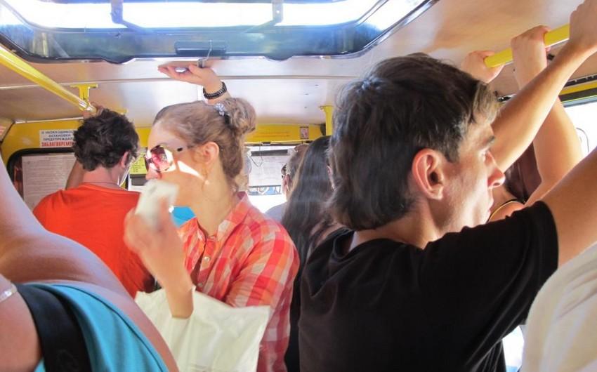 Qaradağda qadın sərnişin avtobusda yıxılaraq xəsarət alıb