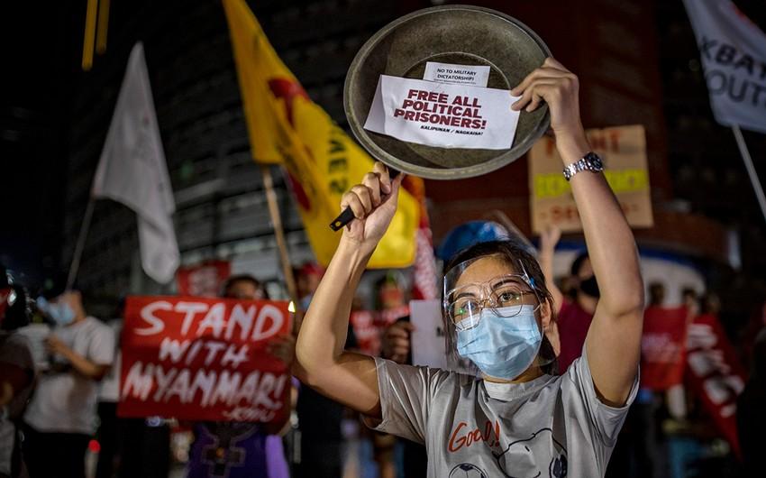 Myanmada polis aksiya iştirakçılarına atəş açıb