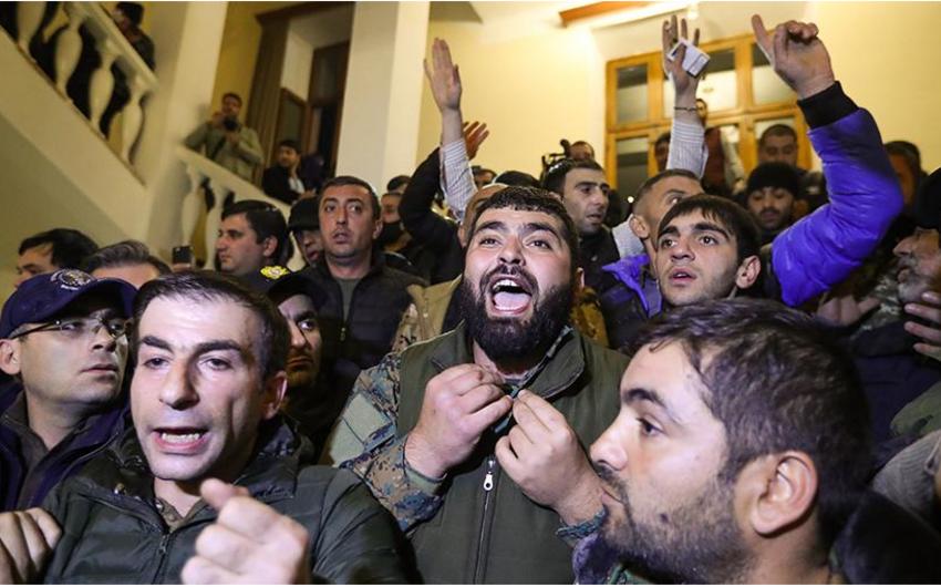 Ermənistanın Baş naziri Yerevandakı etirazçıları cəza ilə hədələdi