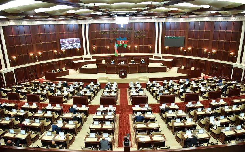 Parlamentin plenar iclasının gündəliyinə 18 məsələ daxil edilib - SİYAHI