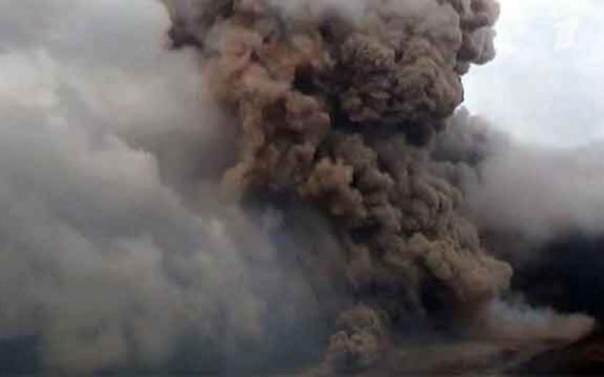 На индонезийском острове Суматра началось извержение вулкана Синабунг
