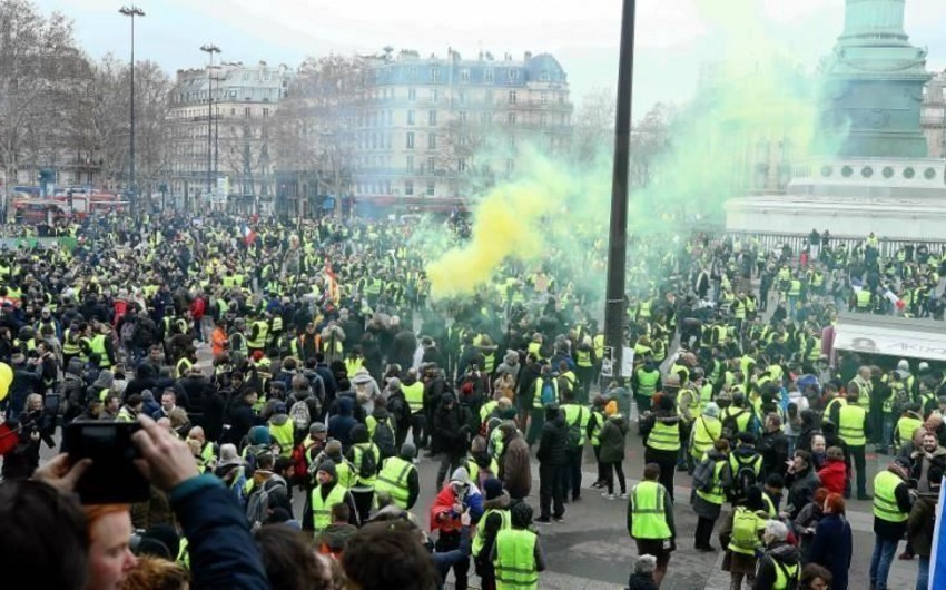 Во Франции продолжаются протесты желтых жилетов
