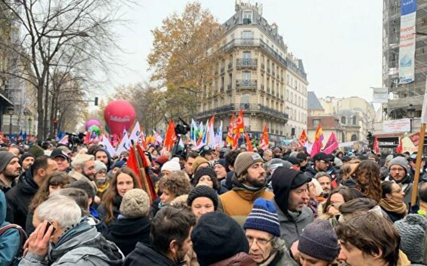 Parisdə etiraz aksiyası başladı - VİDEO