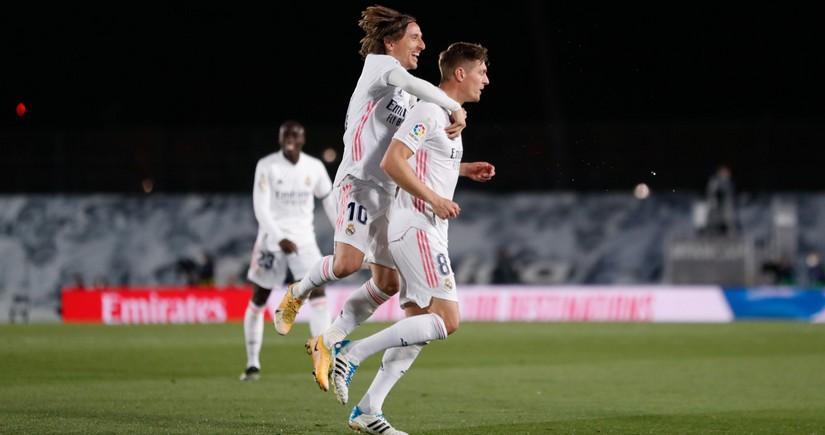 Real Madrid Barselonanı udub lider oldu