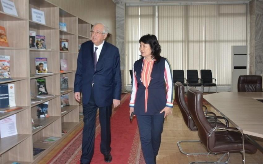 Посол Азербайджана в Кыргызстане посетил Национальную библиотеку