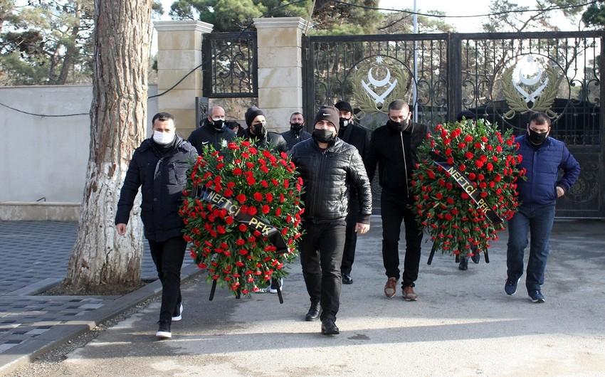 Neftçi klubu şəhid və qazi azarkeşlərinin ailələrini ziyarət etdi