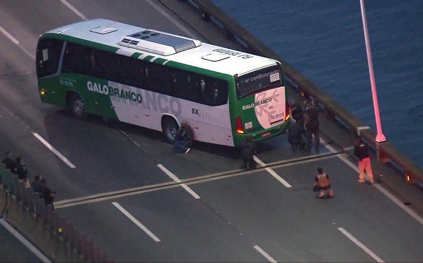 Rio de Janeyroda avtobusu ələ keçirmiş silahlı şəxs zərərsizləşdirilib - YENİLƏNİB - VİDEO