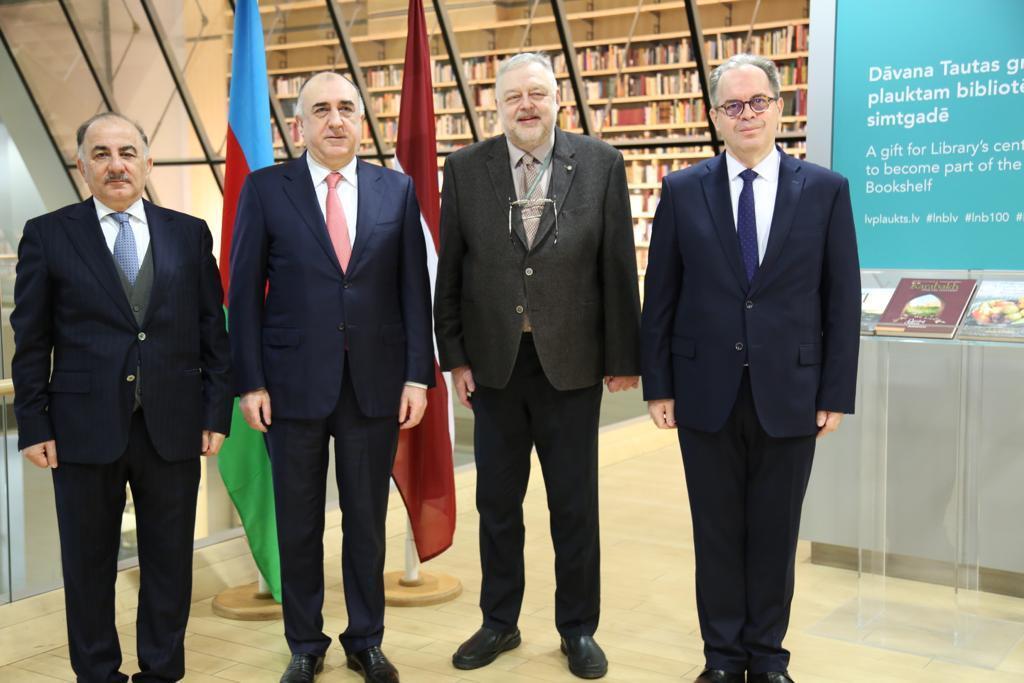 Эльмар Мамедъяров подарил Национальной библиотеке Латвии книгу о Нагорном Карабахе